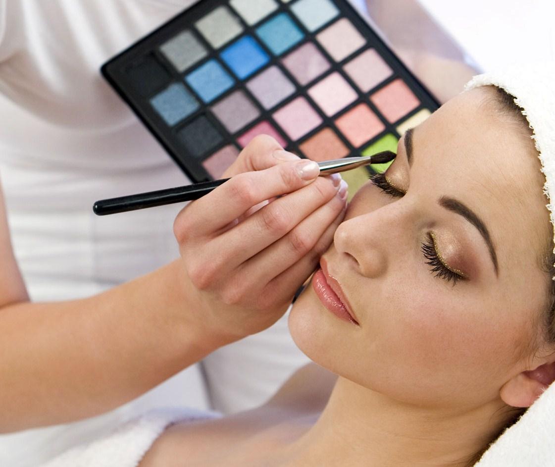 Что нужно для курсов по макияжу