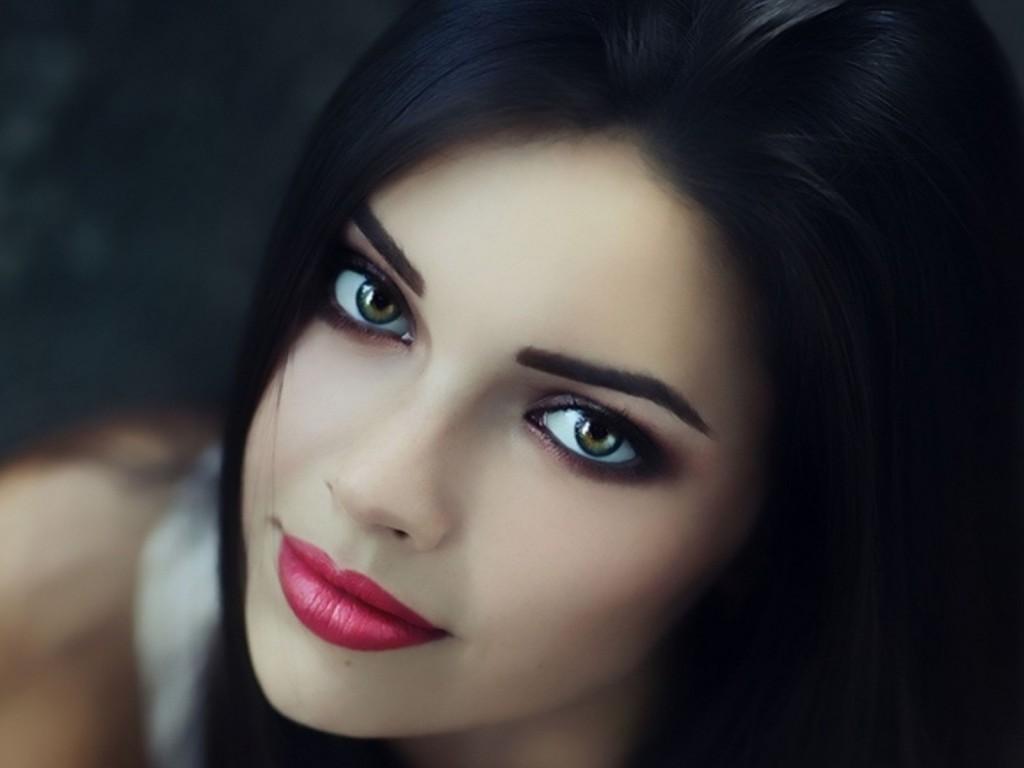 Фото шатенок с зелеными глазами