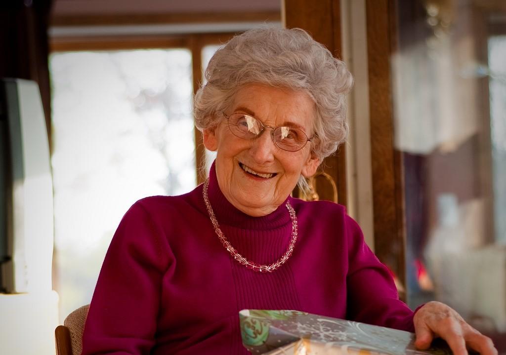 Что подарить бабушке на 52 года своими руками
