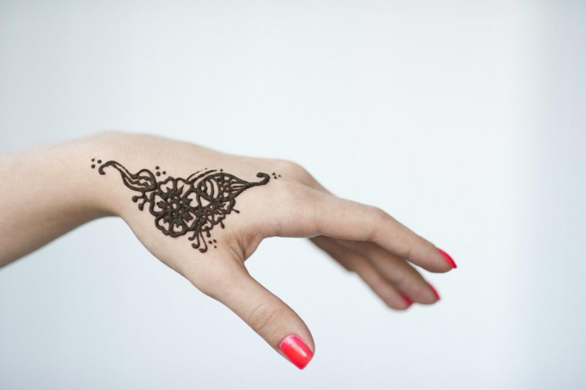 Мехенди на каждый день: 5 идей для временных татуировок на руках