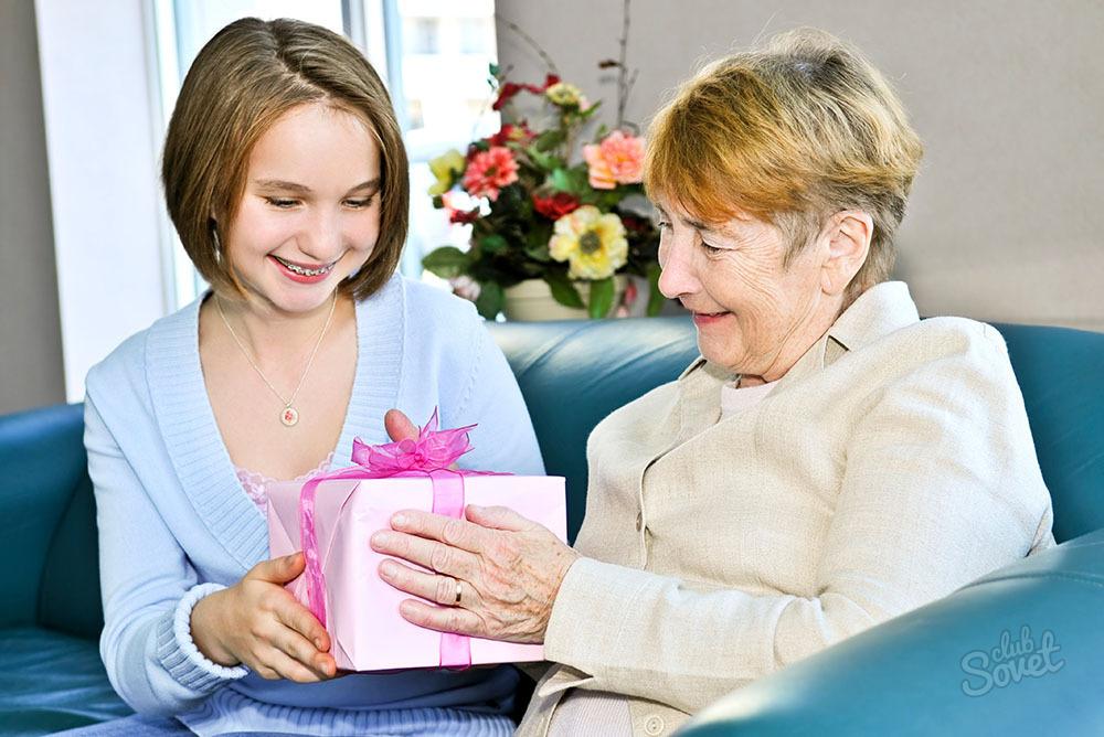 что подарить бабушке на новый год 2016