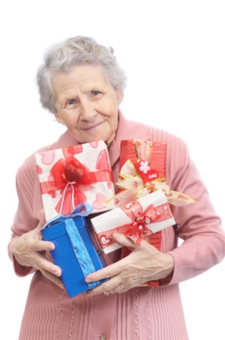 Что подарить бабушке на новый год 2017