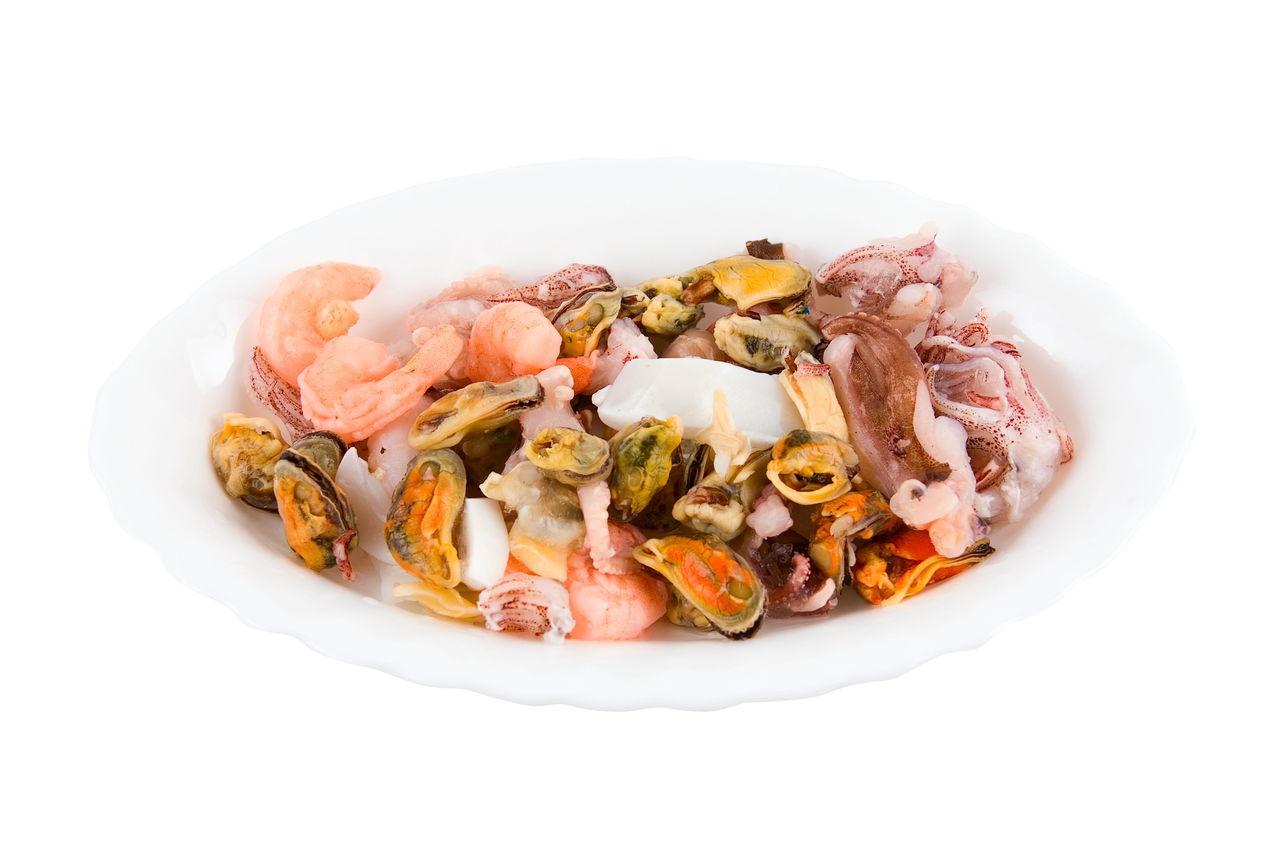 Смотреть Морской коктейль замороженный — как приготовить: лучшие рецепты блюд. Как вкусно приготовить морской коктейль замороженный в сливочном соусе, с рисом, спагетти, овощами, пожарить на сковороде, суп, пасту, салат, плов, пиццу, ризотто из морского коктейля: рецепт видео