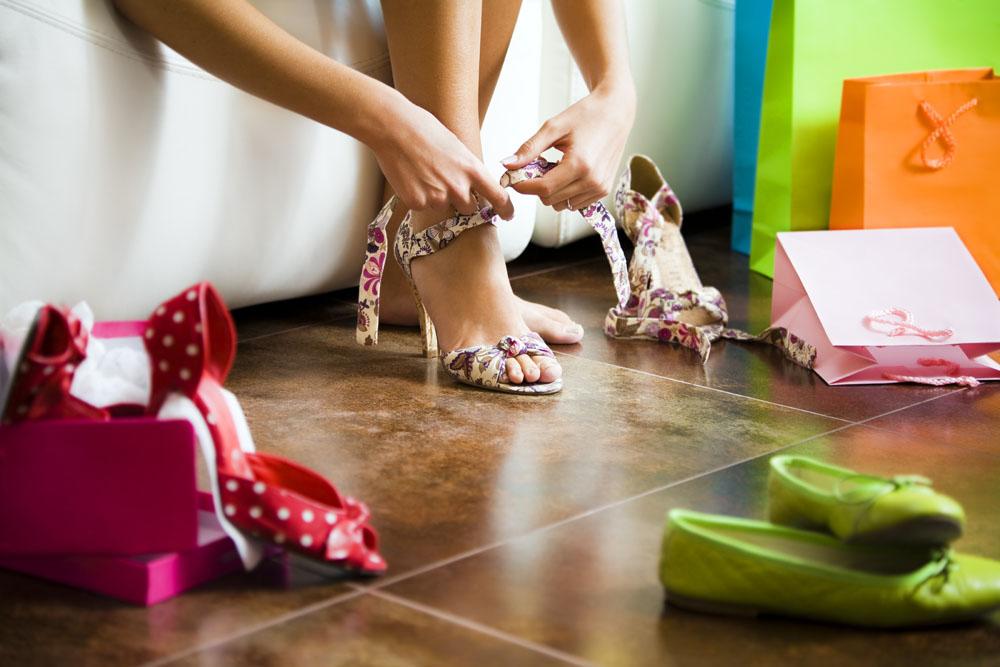 Материал и декор летней обуви