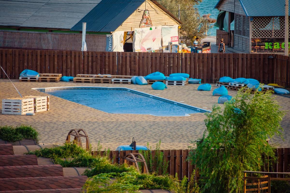 Фотографии страницы сколько стоит отдых в веселовке тамань база отдыха что погибла или